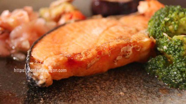 ナッシュで昼ご飯!糖質6.2gの「鮭のごま風味焼き」